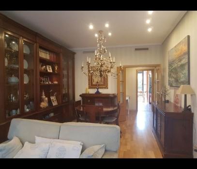 Элитная квартира с ремонтом на продажу в Валенсии, Испания