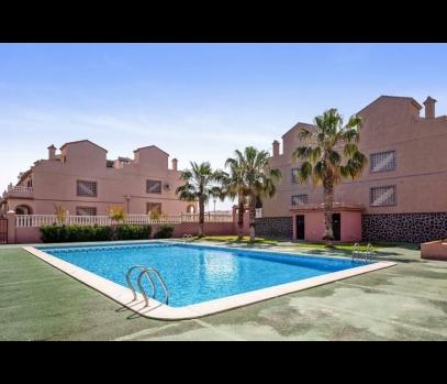 Продажа таунхауса в закрытой урбанизации с бассейном в Испании