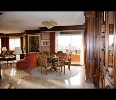 Продаётся элитная квартира в Валенсии с видами на реку и парк