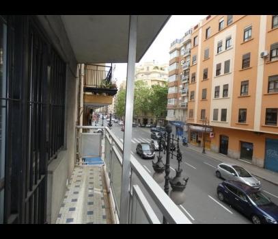 Просторная квартира на продажу в центре Валенсии, Испания