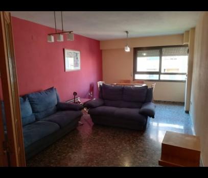 Продается семейная квартира в спальном районе Валенсии