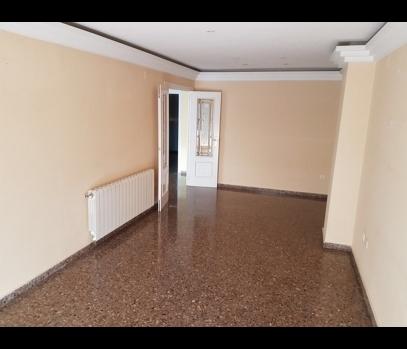 Квартира на продажу после ремонта в спальном районе Валенсии