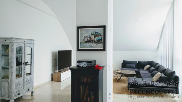 Двухэтажная квартира в жилом комплексе в Валенсии, Испания