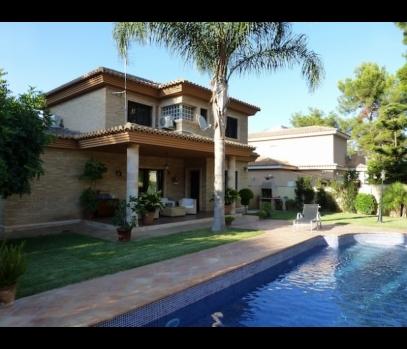 Загородный дом с бассейном в элитном посёлке L'Eliana, Валенсия