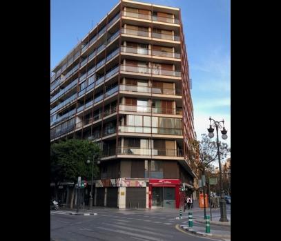 Продажа квартиры под ремонт на главной улице Валенсии, Испания