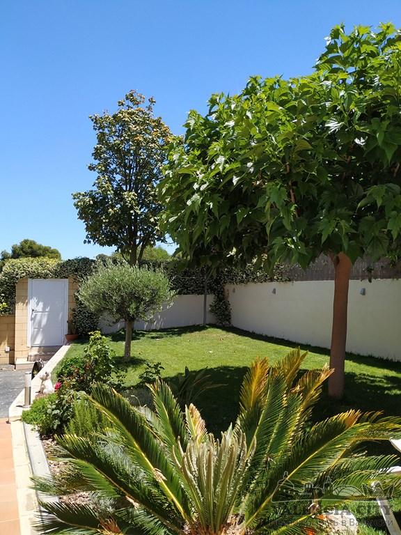 Эксклюзивный коттедж на продажу в пригороде Валенсии, Испания