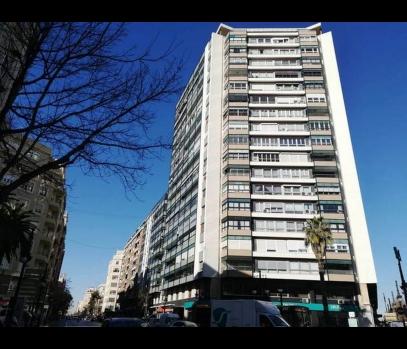 Просторная квартира на площади Испании в городе Валенсия