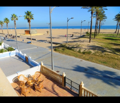 Дом с бассейном, первая линия пляжа, Валенсия
