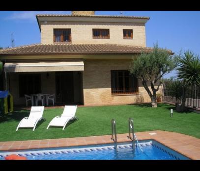Дом в элитной урбанизации  рядом с Валенсией