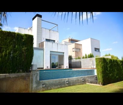 Современный дом в элитной урбанизации рядом с Валенсией