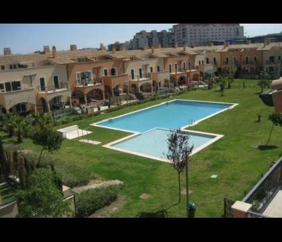Продажа таунхауса в закрытой урбанизации в пригороде Валенсии