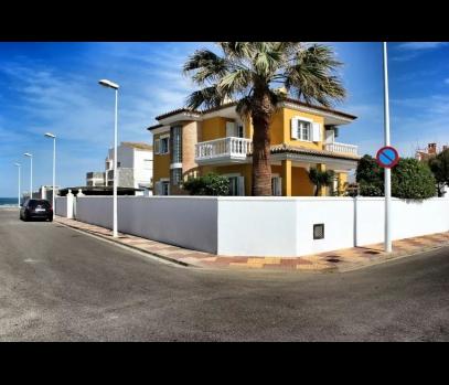 Вилла на море с бассейном в туристическую аренду, Валенсия