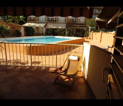 Сдается дом с бассейном на первой линии моря в Валенсии